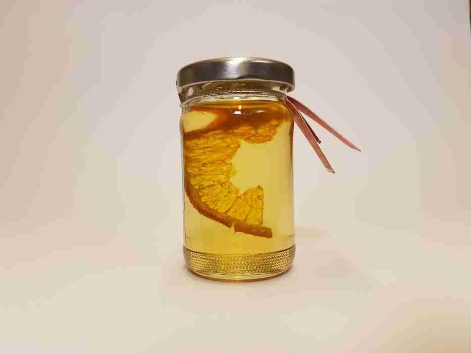 Orange in Honig mit Scheibe